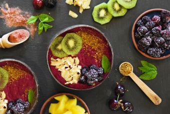 Beetroot berry smoothie bowl