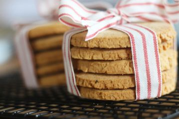 Cardamom, ginger, and cinnamon biscuits